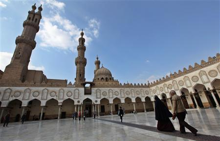 Muslim walk at Al Azhar mosque in the old city of Cairo December 2, 2011.  REUTERS/Amr Abdallah Dalsh