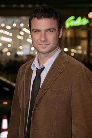 Actor Liev Schrieber arrives for the premiere of the film 'The Fountain' at Grauman's Chinese Theatre in Hollywood, November 12, 2006. REUTERS/Jason Redmond
