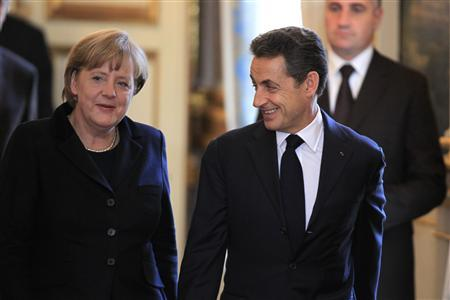 France's President Nicolas Sarkozy and German Chancellor Angela Merkel arrive for a joint news conference at the Elysee Palace in Paris December 5, 2011. REUTERS/Charles Platiau