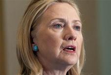 """Госсекретарь США Хилари Клинтон на пресс-конференции в Нейпьидо, 1 декабря 2011 года. Соединенные Штаты Америки выразили """"серьезную озабоченность"""" нарушениями на парламентских выборах в России и призвали к полному расследованию """"заслуживающих доверия"""" сообщений о фальсификациях в ходе голосования. REUTERS/Pool/Saul Loeb"""
