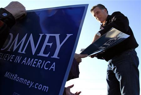 Republican presidential candidate, former Massachusetts Governor Mitt Romney campaigns at a rally in Manchester, New Hampshire December 3, 2011.  REUTERS/Adam Hunger