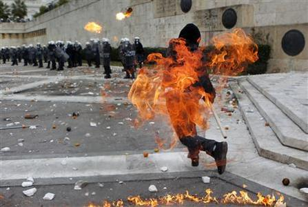 Greek police clash with protesters before budget vote