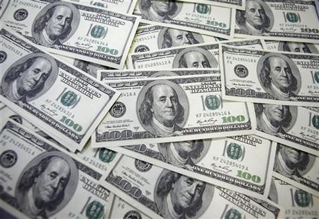 U.S. 100 dollar notes are seen at a bank in this picture illustration in Seoul September 20, 2011. REUTERS/Lee Jae-Won