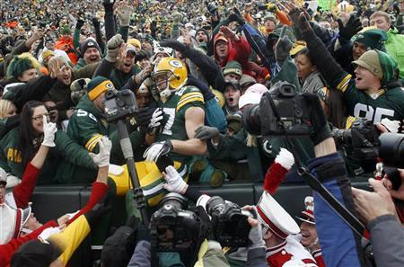 Green Bay Packers' Jordy Nelson celebrates his touchdown against the Tampa Bay Buccaneers in the first half during their NFL football game in Green Bay, Wisconsin November 20, 2011.  REUTERS/Darren Hauck