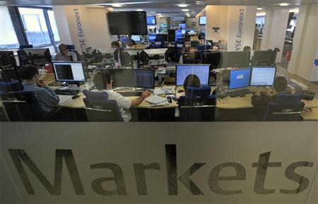 Experts work at their screens in the NYSE Euronext cash markets operations room at the transatlantic stock market operator responsible for the proper functioning of the Paris, Brussels, Amsterdam and Lisbon stock markets in Paris August 19, 2011.          REUTERS/Philippe Wojazer