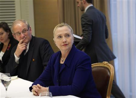 Secretary of State Hillary Clinton meets with a small group of expatriate Syrian opposition members at a hotel in Geneva December 6, 2011. REUTERS/J. Scott Applewhite/Pool