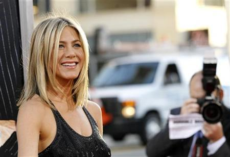 Cast member Jennifer Aniston poses at the premiere of ''Horrible Bosses'' at the Grauman's Chinese theatre in Hollywood, California June 30, 2011. REUTERS/Mario Anzuoni