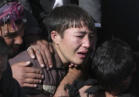 A relative cries near the grave of a victim of Tuesday's bomb attack against Shi'ite Muslims, during a funeral ceremony in Kabul, December 7, 2011.  REUTERS/Omar Sobhani