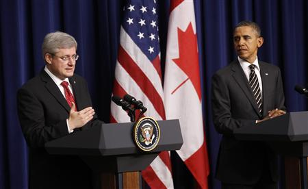 President Barack Obama and Canadian Prime Minister Stephen Harper speak to reporters following their meeting at the White House in Washington December 7, 2011.   REUTERS/Kevin Lamarque