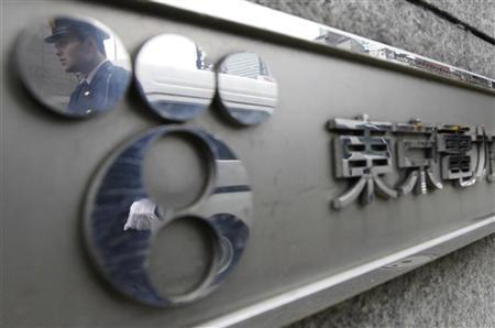 12月8日、寄り付きの東京株式市場で、東京電力は急落。都内の東電本店で4月撮影(2011年 ロイター/Yuriko Nakao)