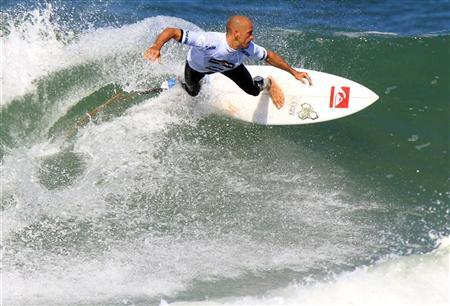 Ten-time ASP World Surfing Champion Kelly Slater of the U.S. surfs during the men's Association of Surfing Professionals (ASP) Billabong Rio Pro championship on Barra da Tijuca beach in Rio de Janeiro May 19, 2011. REUTERS/Sergio Moraes