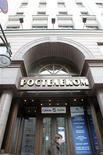 Вход в офис компании Ростелеком в Москве, 30 января 2010 года. Российский Ростелеком сохранил чистую прибыль по МСФО в третьем квартале 2011 года, нарастив ее на один процент в годовом выражении до 10,3 миллиарда рублей, сообщила компания в четверг. REUTERS/Alexander Natruskin