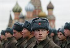 <p>Russian servicemen in historical uniforms take part in a military parade rehearsal in Moscow's Red Square, November 3, 2011. REUTERS/Denis Sinyakov</p>
