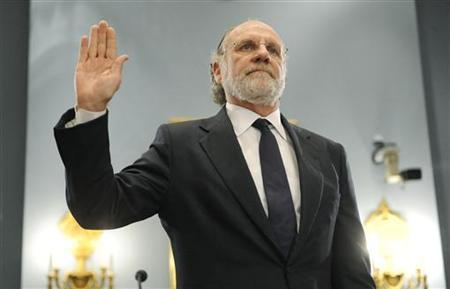Former MF Global CEO Jon Corzine is sworn in to testify about the firm's bankruptcy during a hearing before the U.S. House Agriculture Committee on Capitol Hill in Washington, December 8, 2011. REUTERS/Jonathan Ernst