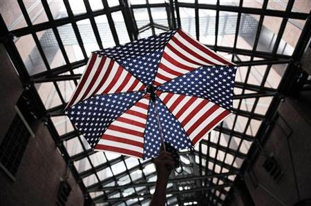 A tour leader holds up an umbrella so his group can locate him in the crowd during a visit to the U.S. Holocaust Memorial Museum in Washington June 17, 2009.   REUTERS/Jonathan Ernst