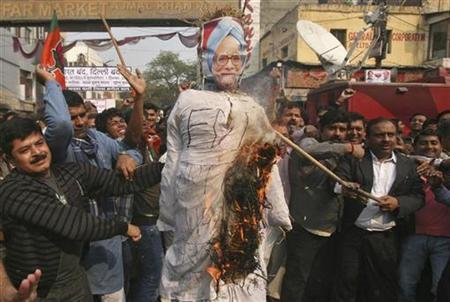 Activists from India's main opposition Bharatiya Janata Party (BJP) burn an effigy depicting India's Prime Minister Manmohan Singh during a protest against the government's decision to allow Foreign Direct Investment (FDI) in the retail sector, in New Delhi December 1, 2011.  REUTERS/Parivartan Sharma