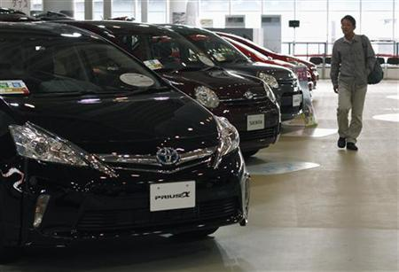 A visitor looks at Toyota cars at the company's showroom in Tokyo November 8, 2011. REUTERS/Toru Hanai/Files