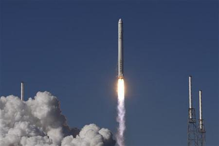 SpaceX's Falcon 9 rocket with the Dragon capsule lifts off from launch complex 40 at the Cape Canaveral Air Force station in Cape Canaveral, Florida December 8, 2010.  REUTERS/Scott Audette