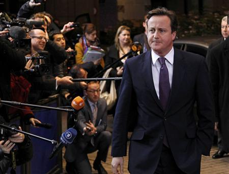 Britain's Prime Minister David Cameron arrives at an European Union summit in Brussels December 8, 2011.                    REUTERS/Francois Lenoir
