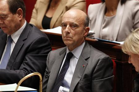 France's Foreign Affairs Minister Alain Juppe (C) attends the government question session at the National Assembly in Paris November 16, 2011. REUTERS/Benoit Tessier