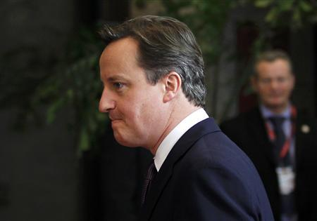 Britain's Prime Minister David Cameron leaves the European Council headquarters after a night of negotiations at a European Union summit in Brussels December 9, 2011.               REUTERS/Francois Lenoir