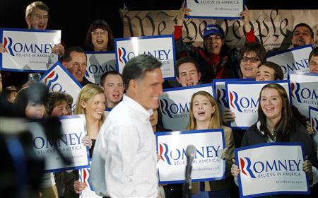 Supporters cheer as Republican presidential candidate and former Massachusetts Governor Mitt Romney walks out for a news conference after a campaign stop in Hudson, New Hampshire December 11, 2011.   REUTERS/Brian Snyder