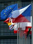 """<p>Lors d'une conférence à Tel Aviv, Jean-Michel Six, le chef économiste de Standard & Poor's Europe, a estimé qu'il faudrait d'autres sommets de l'Union européenne pour résoudre la crise de la dette et que le temps pressait mais l'accord annoncé la semaine dernière était une étape importante vers la résolution d'une """"crise de confiance"""". /Photo d'archives/REUTERS/Vincent Kessler</p>"""