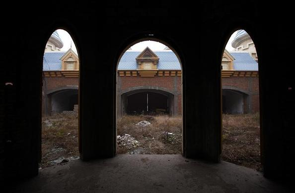 A view of abandoned buildings that were to be part of an amusement park called 'Wonderland', on the outskirts of Beijing December 5, 2011.   REUTERS-David Gray