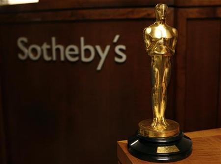 The Oscar awarded to Orson Welles for Best Original Screenplay for his 1941 film ''Citizen Kane'' is shown at Sotheby's in New York October 12, 2007. REUTERS/Shannon Stapleton