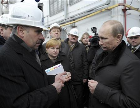 Russian Prime Minister Vladimir Putin (R) meets with staff during his visit to the Kalinin atomic power station near Udomlya in the Tver region December 12, 2011.  REUTERS/Alexei Nikolsky/RIA Novosti/Pool