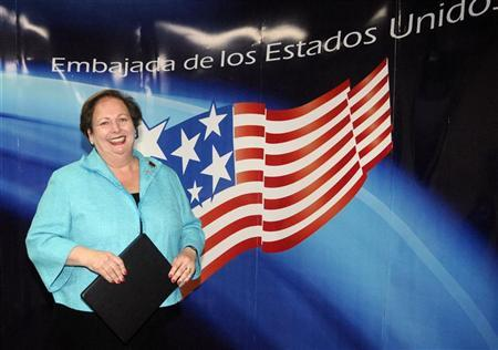 The new U.S. ambassador to El Salvador Mari Carmen Aponte poses on arrival at the international airport in Comalapa, about 43 miles (69 km) south of San Salvador, September 26, 2010.   REUTERS/Oscar Rivera
