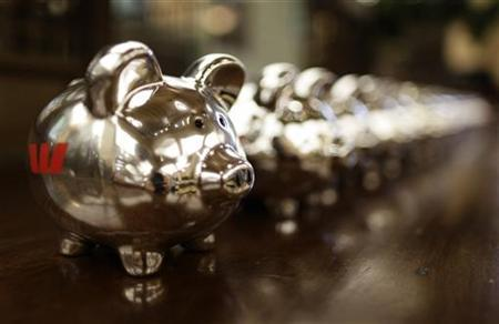 Piggy Banks with Westpac logos on the side are seen at a Westpac Banking Corp branch in Sydney November 4, 2009.  REUTERS/Tim Wimborne