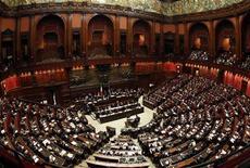Нижняя палата итальянского парламента в Риме. Фотография сделана 18 ноября 2011 года. Заседание итальянского Сената было прервано в среду во время выступления премьер-министра Италии Марио Монти из-за шумных протестов, устроенных членами оппозиции, против программы ужесточения экономических мер. REUTERS/Tony Gentile