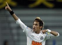 Neymar, do Santos, comemora após marcar gol contra o Kashiwa Reysol, no Mundial de Clubes, em Toyota, no Japão. 14/12/2011   REUTERS/Toru Hanai