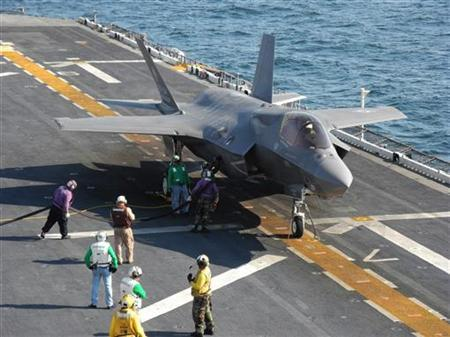 A F-35 fighter jet refuels between missions aboard the USS Wasp off the coast of Virginia during sea trials, October 18, 2011.                    REUTERS/David Alexander