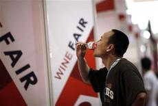 <p>A man drinks a glass of red wine during the 6th Shanghai International Wine Trade Fair June 1, 2011. REUTERS/Carlos Barria</p>