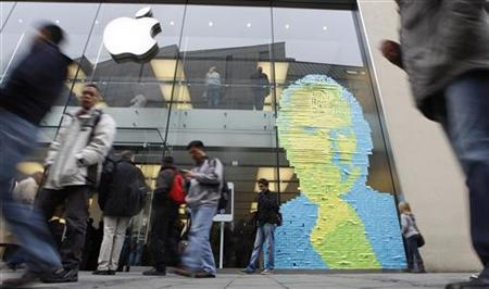 The face of Apple co-founder and former CEO Steve Jobs is created in adhesive notes on the window of an apple store in Munich October 17, 2011. REUTERS/Michaela Rehle