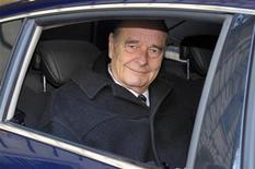 Бывший президент Франции Жак Ширак покидает свой офис за несколько часов до начала судебного разбирательства, 7 марта 2011 г. Суд Франции признал бывшего президента Жака Ширака виновным в растрате, что стало первым обвинительным приговором главе государства с 1945 года, когда сотрудничавшего с нацистской Германией Филиппа Петена судили за государственную измену и военные преступления. REUTERS/Philippe Wojazer