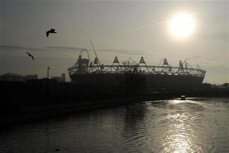 The sun rises over the Olympic stadium in east London November 23, 2011.    REUTERS/Paul Hackett