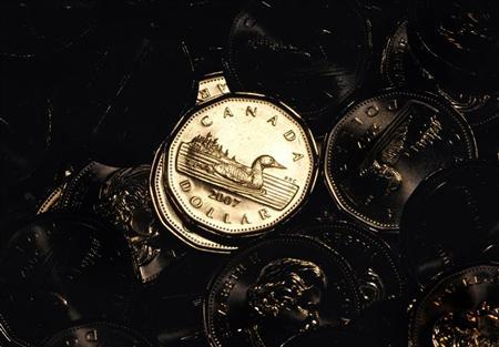 Newly pressed Canadian one dollar coins, also know as loonies, at the Royal Canadian Mint in Winnipeg November 14, 2007. REUTERS/Fred Greenslade