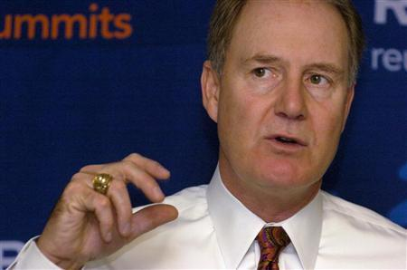 Southwest Airlines CEO Gary Kelly gestures as he briefs reporters on his low cost airline's plans for the future, including dealing with higher fuel costs, destination expansions and customer service, at the Reuters Aerospace and Defense Summit, in Washington, December 5, 2007.     REUTERS/Mike Theiler