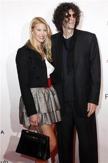 Howard Stern and his wife Beth Ostrosky pose on the red carpet before The New York Friars Club Roast of director Quentin Tarantino in New York, December 1, 2010.  REUTERS/Shannon Stapleton