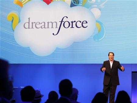 Salesforce CEO Marc Benioff walks speaks to the crowd during his keynote address at the Dreamforce event in San Francisco, California August 31, 2011. REUTERS/Robert Galbraith