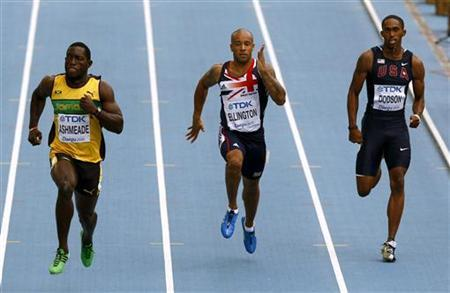 James Ellington of Britain (C) runs next to Nickel Ashmeade of Jamaica (L) and Jeremy Dodson of the U.S. (R) during their men's 200 metres heat at the IAAF World Athletics Championships in Daegu, September 2, 2011. REUTERS/David Gray