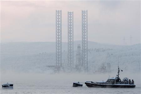 The ''Kolskaya'' oil drilling rig is pictured in the Kola Bay near Russia's northern seaport of Murmansk in this November 27, 2010 file photo. REUTERS/Andrei Pronin/Files