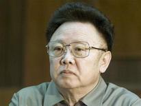 Ким Чен Ир во время встречи с премьер-министром Швеции в Пхеньяне, 3 мая 2011 года. Лидер Северной Кореи Ким Чен Ир, возвеличенный пропагандистской машиной на родине до полубога и называемый Западом темпераментным тираном с ядерными амбициями, скончался на выходных от сердечного приступа, сообщило в понедельник северокорейское телевидение. REUTERS/Jonas Ekstromer/Scanpix