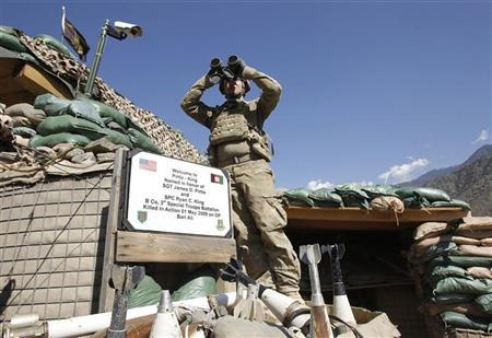 A U.S. soldier from Task Force ''No Fear'' Alpha Co 2-27 Infantry ''The Wolfhounds'' uses a pair of binoculars as he looks at an area in Kunar mountain ridges after firing a 120mm mortar at the Taliban position from Combat Outpost (COP) Pirtle King in Ghaziabad district, Kunar province, eastern Afghanistan September 27, 2011. REUTERS/Erik De Castro