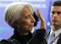 Президент МВФ Кристин Лагард покидает штаб-квартиру Европейского совета после длившихся всю ночь переговоров на саммите ЕС в Брюсселе 9 декабря 2011 года. Министры финансов стран еврозоны согласовали выделение 150 миллиардов евро в виде кредита Международному валютному фонду для поддержки погрязших в долговом кризисе стран региона, однако осталось неясным, будет ли МВФ выделено еще 200 миллиардов от стран Евросоюза после того, как Великобритания вышла из игры. REUTERS/Francois Lenoir