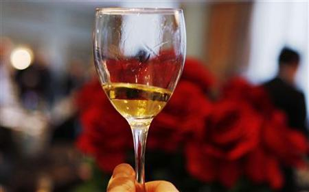 A man holds a glass of Estasi wine from the Passito vineyards during the Vino 2010 Italian Wine Week event in  New York, February 5, 2010. REUTERS/Shannon Stapleton