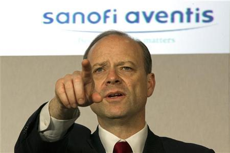 Chris Viehbacher, CEO of Sanofi-Aventis, gestures as he speaks during  a news conference to present Sanofi-Aventis' 2010 annual results in Paris February 9, 2011.  REUTERS/Charles Platiau